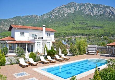Villa in Yesilüzümlü, Turkey
