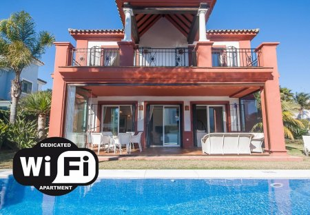 Villa in La Duquesa Golf & Country Club, Spain