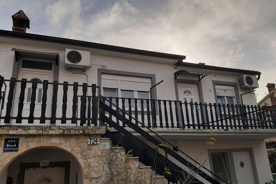 Owners abroad Apartmani Uzon