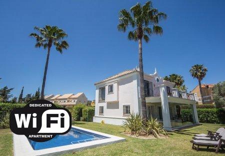 Villa in La Duquesa Golf & Country Club, Spain