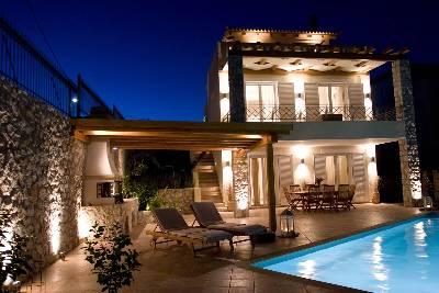 Villa in Greece, Greek Mainland: Night view