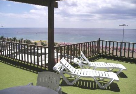 Apartment in Puerto del Carmen, Lanzarote: Front Terrace overlooking the beach