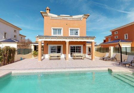 Villa in Mosa Trajectum Golf Resort, Spain