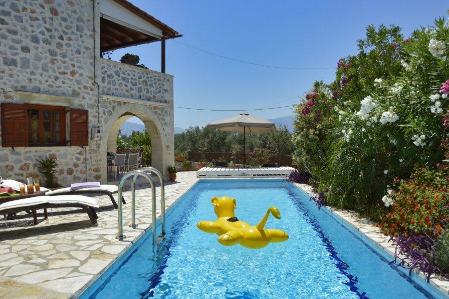 House in Greece, Vamos