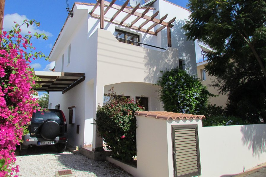 Owners abroad Paphos.3 Bedroom Villa, Private Pool, Internet & Full Air-con