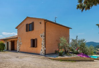 6 bedroom Villa for rent in Montone