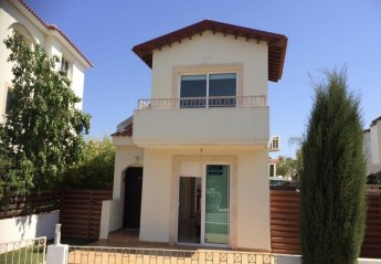 2 bedroom Villa for rent in Pernera