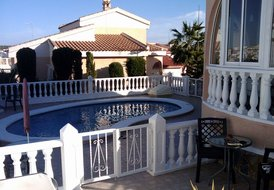 Villa in Ciudad Quesada, Spain: Pool area now enclosed with lockable gates...safer for young child..