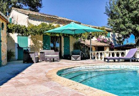 Villa in Saint-Julien-de-Peyrolas, the South of France