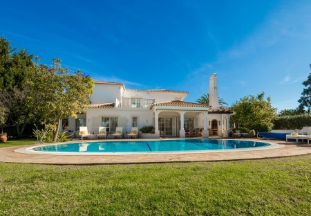 Villa in Alporchinhos, Algarve