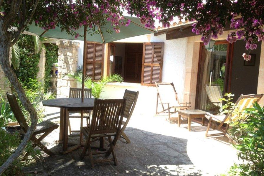 Villa in Spain, Port Nou, Port Verd i Port Vell: Sunny breakfast terrace