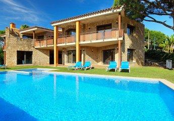 8 bedroom Villa for rent in Mas Pere