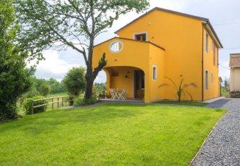 3 bedroom Farmhouse for rent in Fucecchio