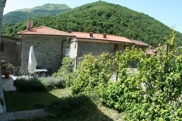 Villa in Italy, Pascoso: The garden and external view of Casa O