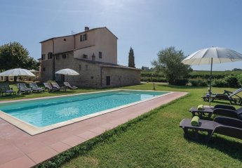 8 bedroom Villa for rent in Cortona
