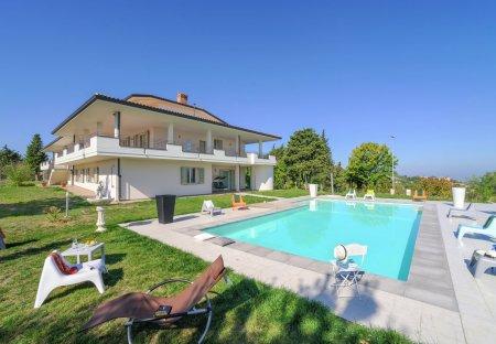 Villa in Belvedere Fogliense, Italy