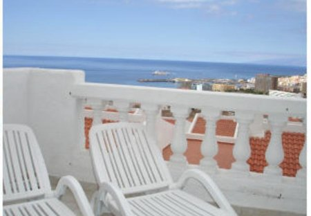 Apartment in Oasis del Sur, Tenerife: Own sun beds on balcony