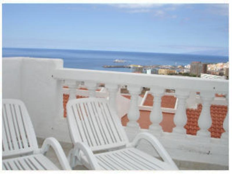 Apartment in Spain, Los Cristianos: Own sun beds on balcony
