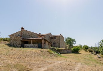 5 bedroom Villa for rent in Piegaro
