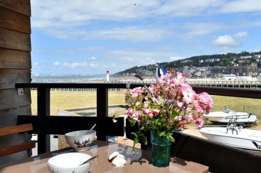Studio apartment in France, Deauville