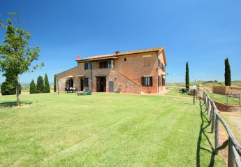2 bedroom Farmhouse for rent in Asciano