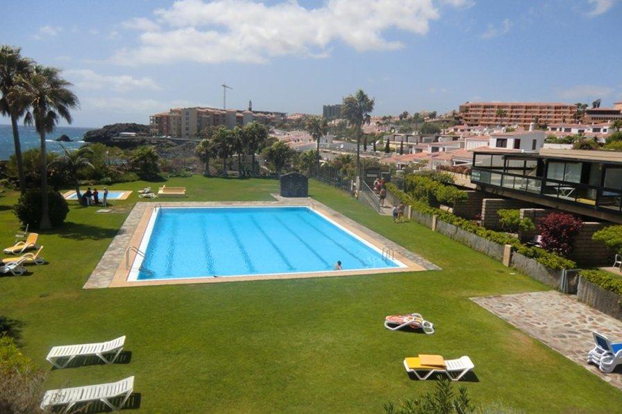 Villa in Spain, Golf del Sur: Lovely sea front pool area