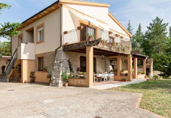 4 bedroom Farmhouse for rent in San Venanzo