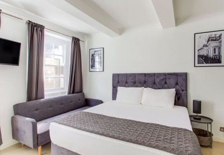 Apartment in Hyde Park, London