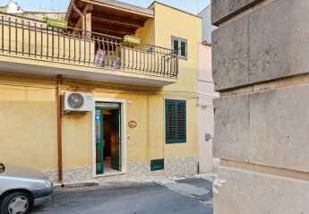 2 bedroom House for rent in Noto