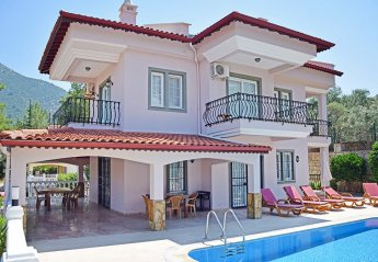 5 bedroom Villa for rent in Uzumlu