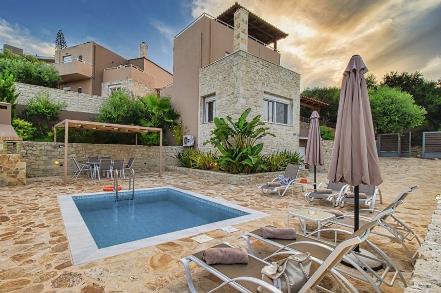 Villa in Greece, spilia kolymbari