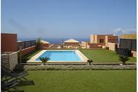 Villa in Spain, Adeje: The pool area is very spacious