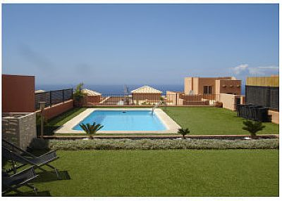 Villa in Spain, Tenerife: The pool area is very spacious
