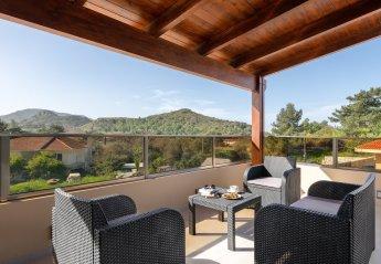 4 bedroom Villa for rent in Ixia