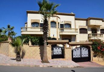 2 bedroom Villa for rent in Sale