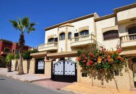 Villa Yasmine, 5 air-conditioned bedrooms in Sale