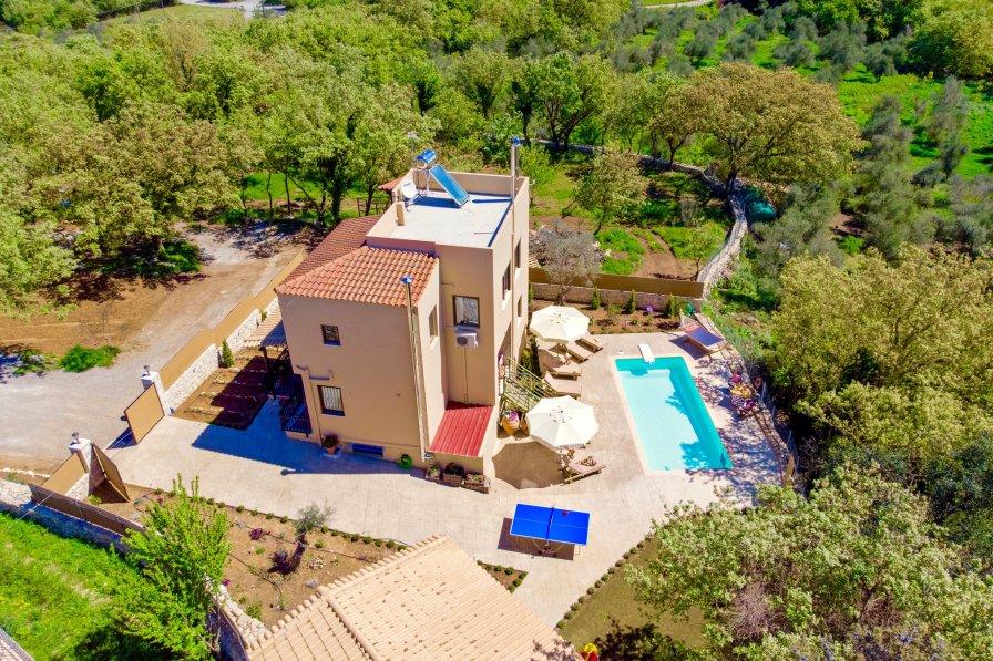 Villa in Greece, Armenoi