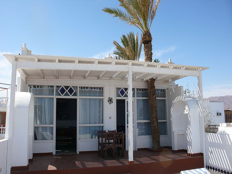 Apartment in Egypt, Dahab: Front of villa opening onto terrace