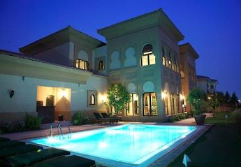 Villa in United Arab Emirates, The Palm Island Jumeirah: Private Pool at night