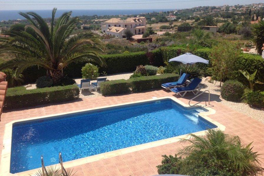 Villa in Cyprus, Coral Bay Centre: Villa Xemxija - the pool and Mediterranean Sea