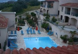 Town House in Tala, Cyprus: the swimming pool at night