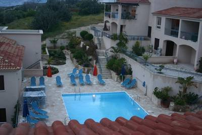 Town house in Cyprus, Tala: the swimming pool at night