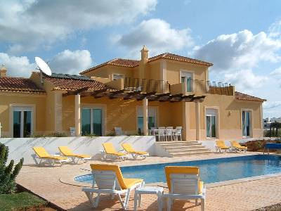 Villa in Portugal, Moncarapacho: Rear of villa with pool and terrace