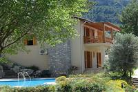 Villa in Turkey, Uzumlu: sideview of villa from pool and garden