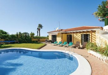 Villa in Spain, Callao Salvaje: The outside of the villa with the lovely pool area