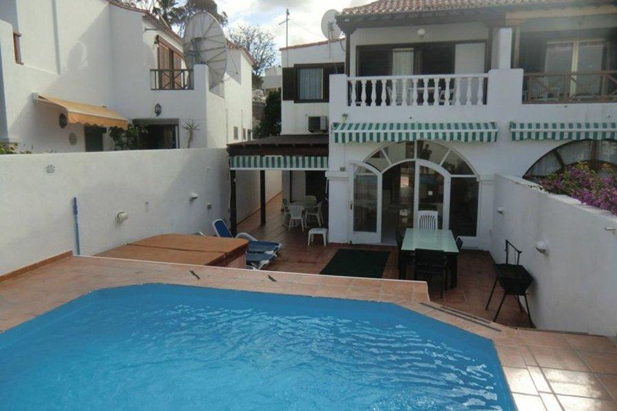 Villa in Spain, Playa de las Américas: The stunning outside pool area