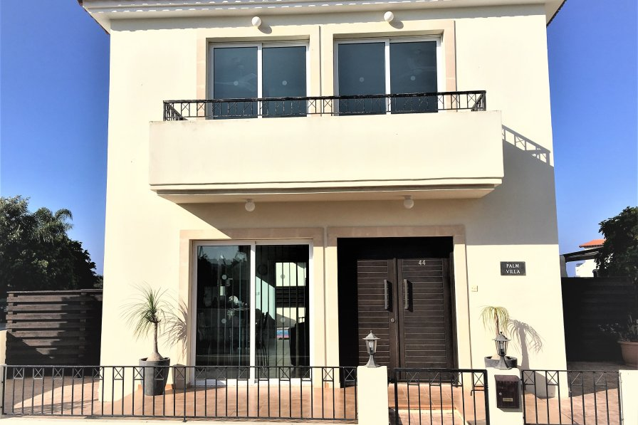 Owners abroad 5 STAR 3 bed villa ** PRIVATE POOL & INTERNET **