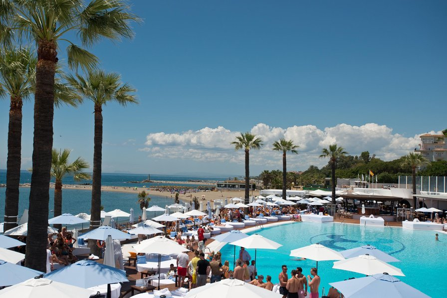 Owners abroad OFFERS Puerto Banus Marbella, Beach,3 balconies FREE WIFI PARKING