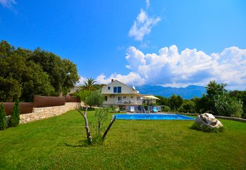 Villa in Croatia, Popovići: Great peacefull area, all belongs to the property