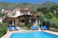 Villa in Turkey, Ovacik: Breathtaking backdrop of Babadag mountain